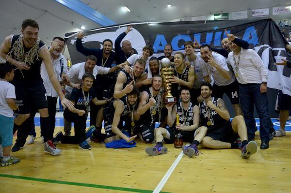 Aquila Basket Trento in serie A - © 2014 twitter.com/AquilaBasketTN